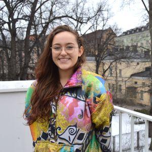 Denjah Leinson studerar vid Helsingfors universitet och har erfarenhet av att sexuella trakasserier sker på studentfesterna.