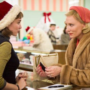 Therese (Rooney Mara) ja Carol (Cate Blanchett) elokuvassa Carol