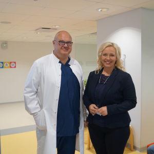 Urolog Christian Palmborg och projektarbetare Johanna Holmäng är båda nöjda med att specialistvården kommer ut till patienten.