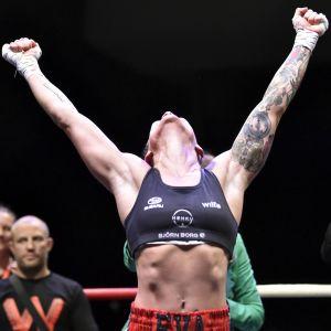 Eva Wahlström firar segern över Melissa St. Vil.