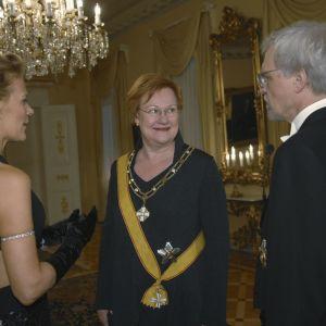 Bettina Sågbom, president Tarja Halonen och Pentti Arajärvi på presidentens slott 2008.