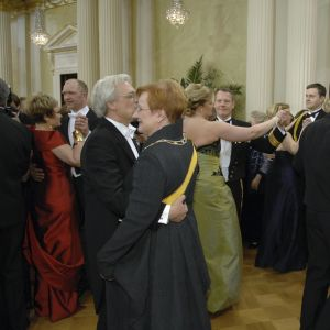Presidentparet dansar under mottagningen på presidentens slott 2008.