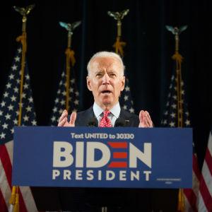 Joe Biden talade om coronaviruset också i ett tal i Wilmington, Delaware den 12 mars. I sitt tacktal natten till onsdagen koncentrerade han sig också på virusutbrottet.