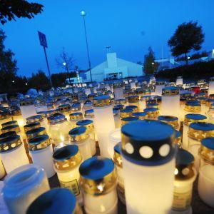 Ljus för offren i Kauhajokimassakern.
