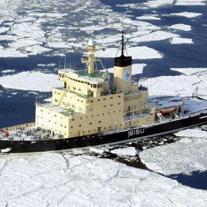 Isbrytaren Sisu utanför Helsingfors 2010.