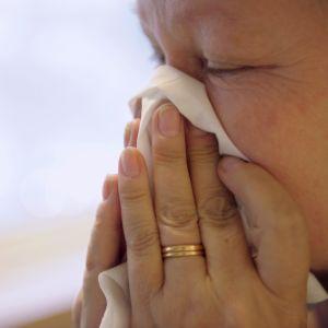 Kvinna med influensa.