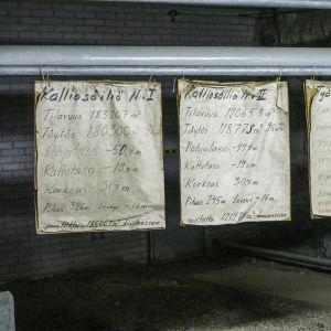 Tavlor med information om oljegrottorna inne i Shells gamla oljegrottor under Kronberget.