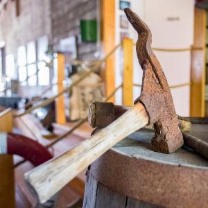 Ett verktyg som användes för att stänga tunnor fulla med sill.