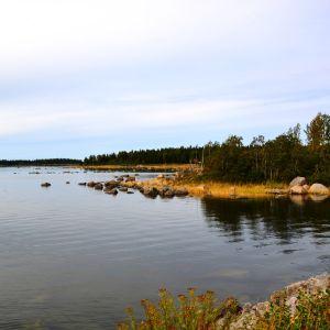 Utanför Vallgrunds sjöbevakningsstation på Replot.