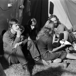 Festivaaliyleisöä Ruisrockissa 1971.