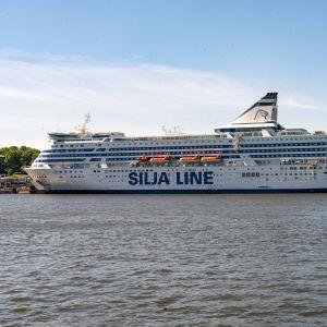 Silja Serenade Eteläsatamassa Helsingissä.