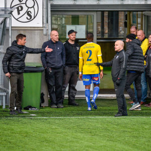 HJK:s Elderson blev utvisad i slutminuterna mot VPS.