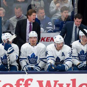 Toronto Maple Leafs gav sparken åt sin chefstränare.