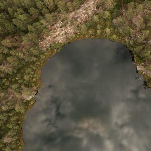En bild på en sjö uppifrån