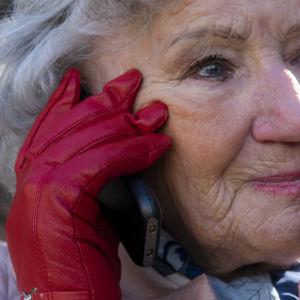 Tuula Kivistö, 83v, puhelimessa
