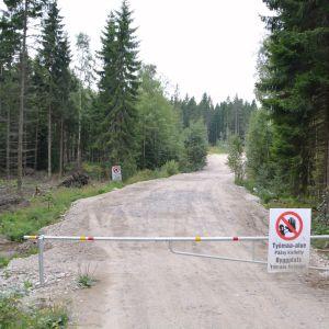 Porten till byggplatsen för Nevas gårds rekreationsområde