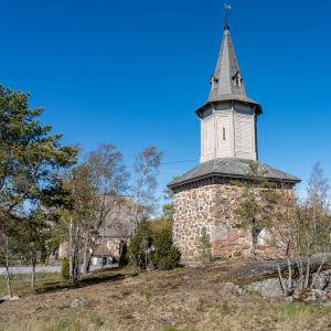 Taivassalon keskiaikainsn kirkon kellotapuli.