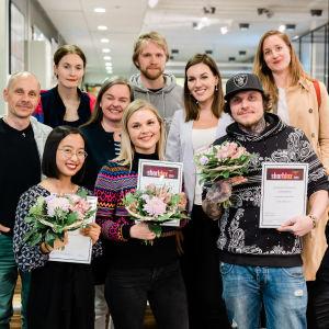Shortdox 2019 finalistit ja kolme palkittua kukitettuna