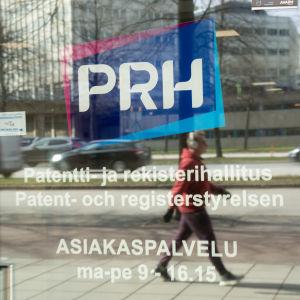 Patent- och registerstyrelsens logo på en dörr.