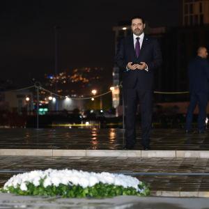 Hariri besöker sin fars grav.