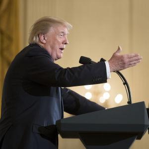 Donald Trump talar i Vita huset till amerikanska borgmästare