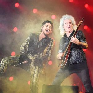 Adam Lambert och brian May i Queen live i New York 28.9.2018.
