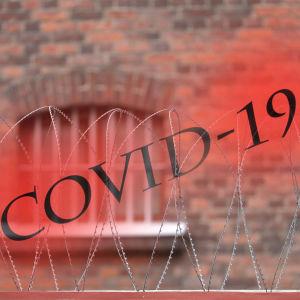 Grafik med texten Covid-19 mot bakgrund av fängelsefönster med galler.