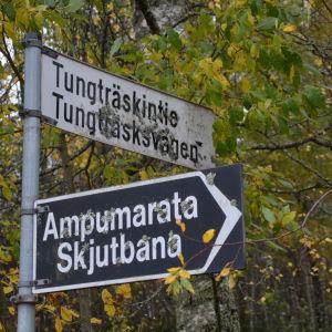 Skylt av Tungträskvägen i Sannäs i Borgå