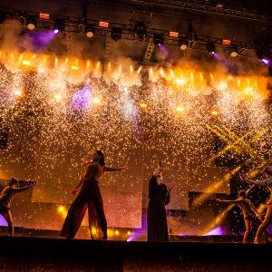 Vuoden 2013 tanskalainen viisuvoittaja Emmelie De Forest esittää kappaleen