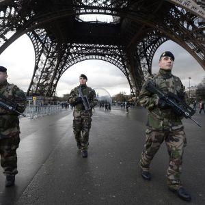 Terroristjakten fortsätter i Paris.