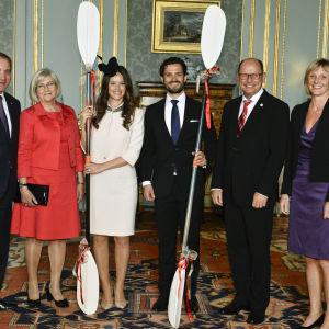 Stefan Löfven med fru Ulla Löfven, Sofia Hellqvist och Prins Carl Philip och riksdagens talman Urban Ahlin med fru Jenni Ahlin.