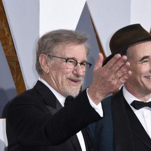 Regissören Steven Spielberg och skådespelaren Mark Rylance från filmen Bridge of Spies