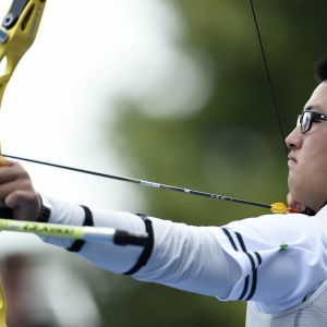 Kim Woo-Jin siktar i VM i bågskytte 2015.