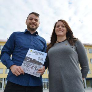 """Johannes Björkqvist ger ut den nya tidningen """"Studiestödet"""", som riktar sig till studerande i Vasa. Jenny Melin är styrelseordförande på Novium."""