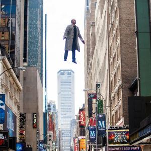 Riggan Thomson (Michael Keaton) lentää elokuvassa Birdman