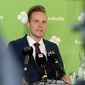 Petri Honkonen på partiets partikansli i Tölö