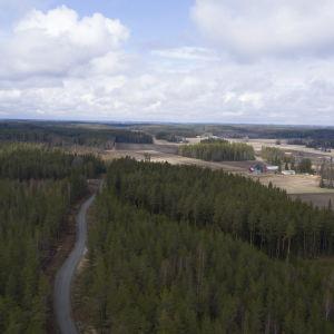 Ilmakuva alueesta minne rakennetaan tuulivoimaa.