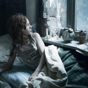 Kuvassa Babylon Berlin sarjan Toni, jota näyttelee Irene Böhm.