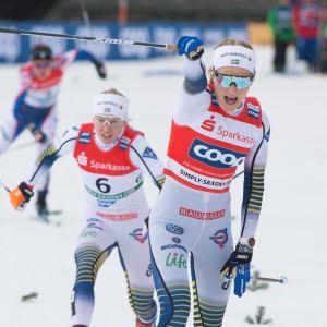 Sveriges Stina Nilsson jublar efter målgång.