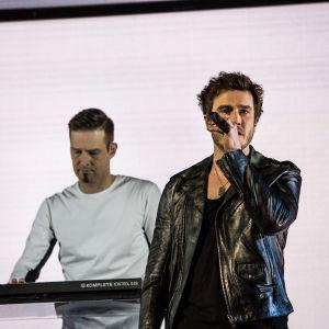 Darude ja Sebastian Rejman esittää kolmannen UMK-kappaleen Look awayn Logomolla 2.3.2019