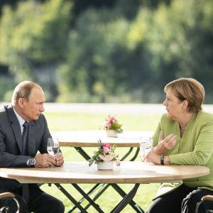 Rysslands president Vladimir Putin och Tysklands förbundskansler Angela Merkel möts i Meseberg norr om Berlin den 18 augusti 2018.