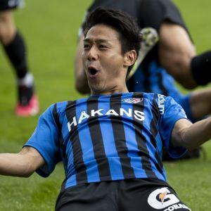 Taiki Kagayama jublar efter ett mål.