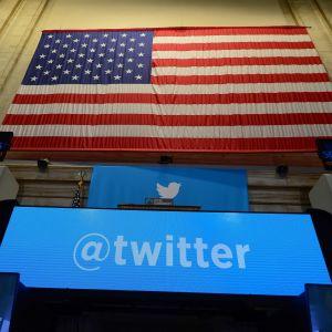 USA-presidentens officiella Twitter-konto har för närvarande nästan 33 miljoner följare. På den här arkivbilden syns Twitters logo i New York-börsen i november 2013.