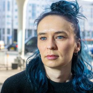 Emma Raunio på porträttbild utanför Tripla i Helsingfors 5.2.2020.