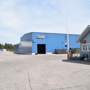 En fabrik.