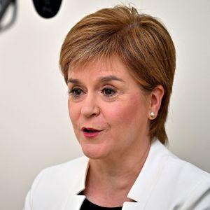 SNP:s ledare Nicola Sturgeon i Skottland ger en intervju till BBC.
