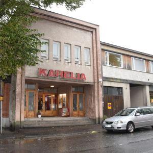 Ett hus i Ekenäs som är Kulturhuset Karelia.