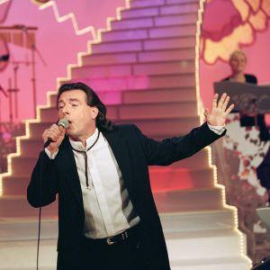 Kirka esiintymässä Tuttu juttu showssa vuonna 2000.