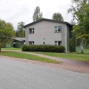 Västra Nylands folkhögskolas internat i Karis.
