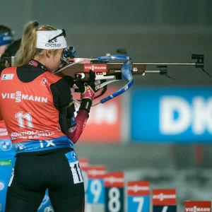 Ingrid Landmark Tandrevold skjuter stående.